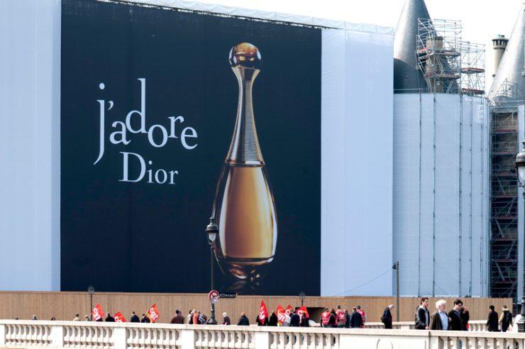 Image for Paris to reduce advertising displays