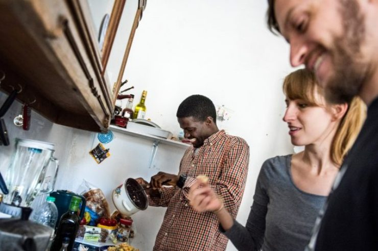 Image for Spare room initiative helps house refugees
