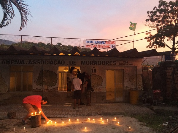 Supporters light candles in front of the Residents' Association before troops arrive. Credit: CatComm/RioOnWatch