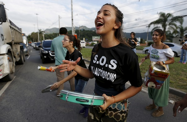 Residents from the Vila Autodromo protest against construction work for the Rio 2016 Olympic Park. Credit: Reuters/Sergio Moraes