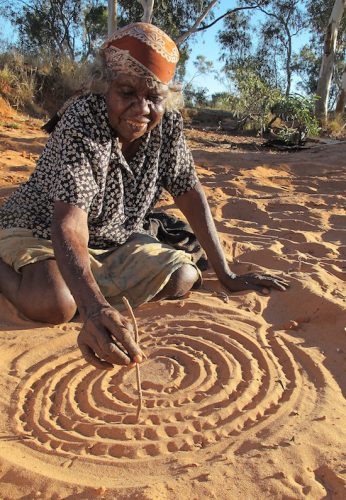Violet Petyarr telling the angkwerey-angkwerey or 'elder sister' story. Iylenty outstation, Utopia, Northern Territory, Australia. Image: Jenny Green