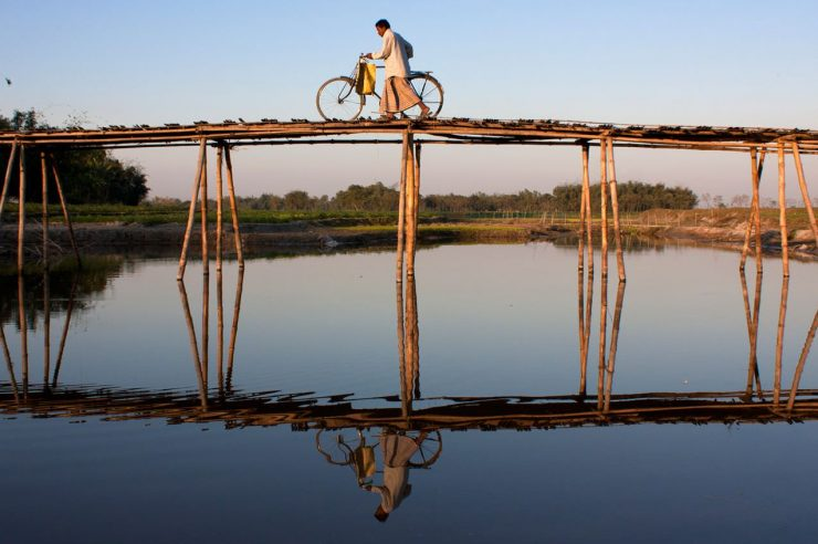 Image for Heads above water: how Bangladeshis are confronting climate change
