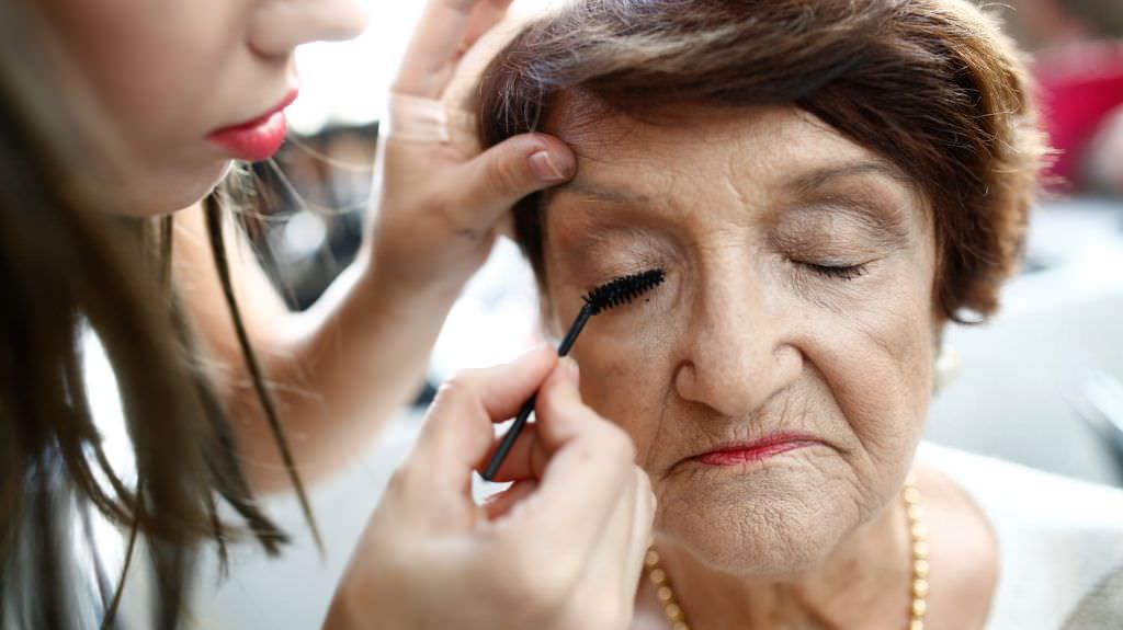 A Holocaust survivor has her make-up done before the start of the annual Holocaust survivors' beauty pageant in the Israeli city of Haifa October 30, 2016. Picture taken October 30, 2016 REUTERS/Amir Cohen