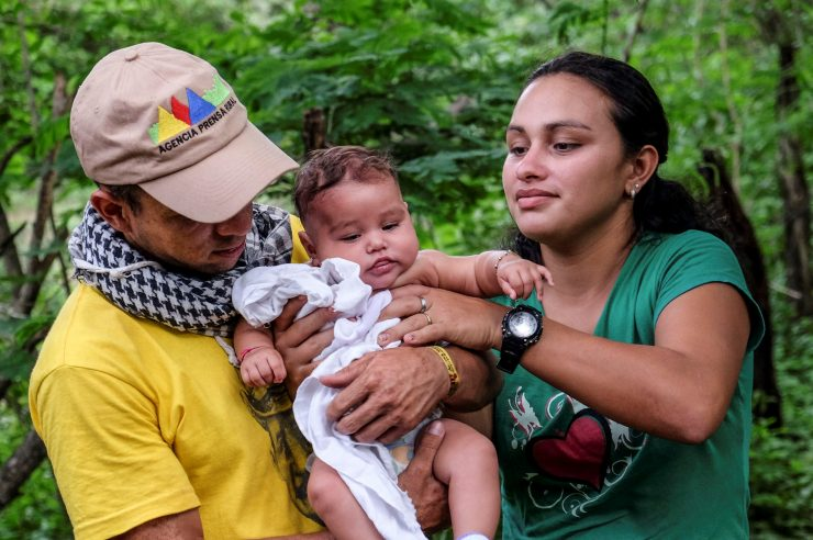 Image for Colombia's Farc soldiers plan normal lives after peace deal
