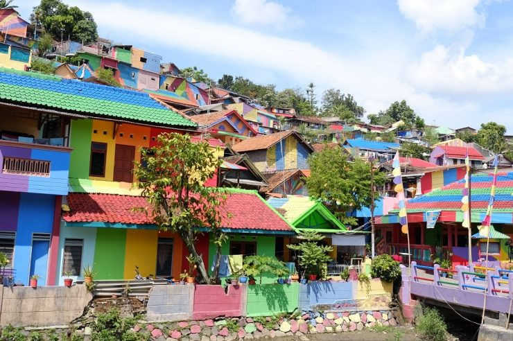 Image for Residents transform 'drab' Indonesian village with rainbow facelift