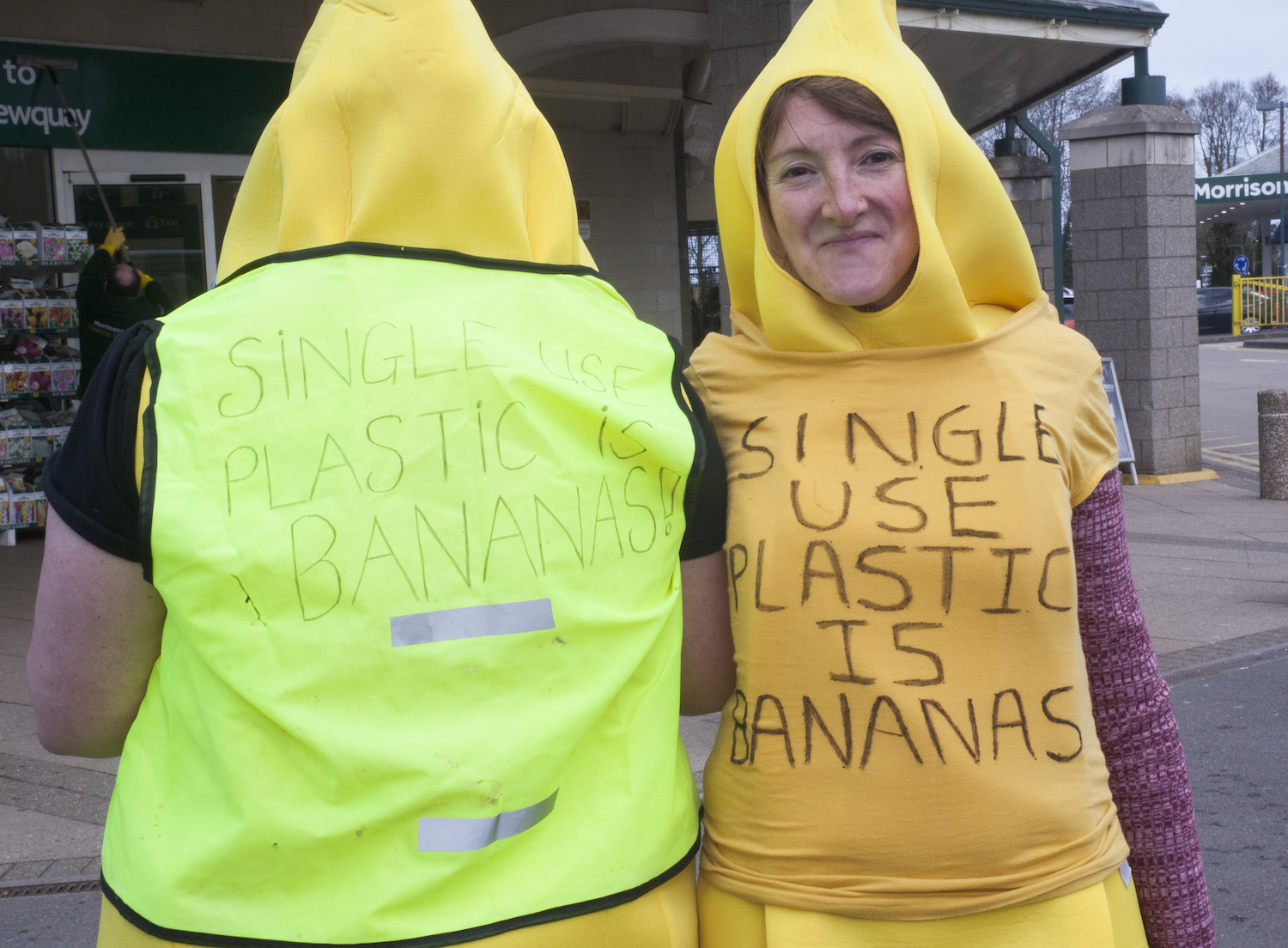 Hundreds take part in UK's first supermarket plastic mass 'unwrap'