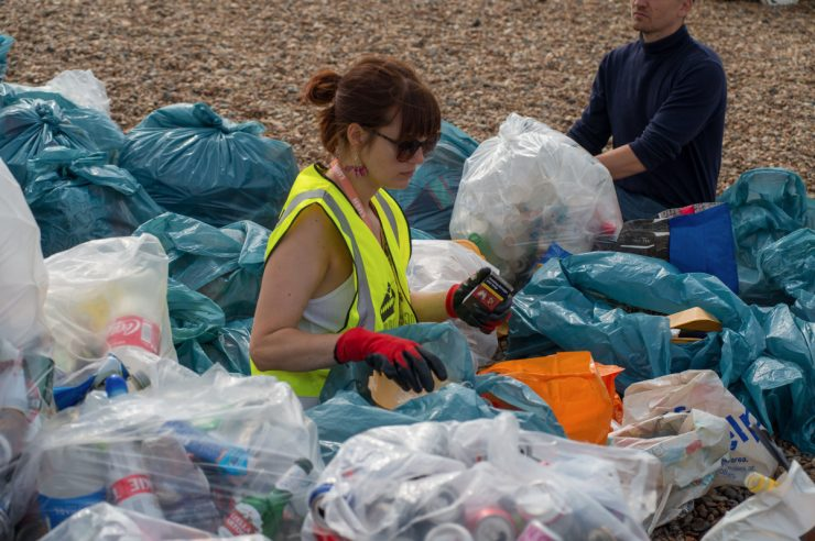 Image for 1,000 volunteers help Brighton beach's post-Pride clean up