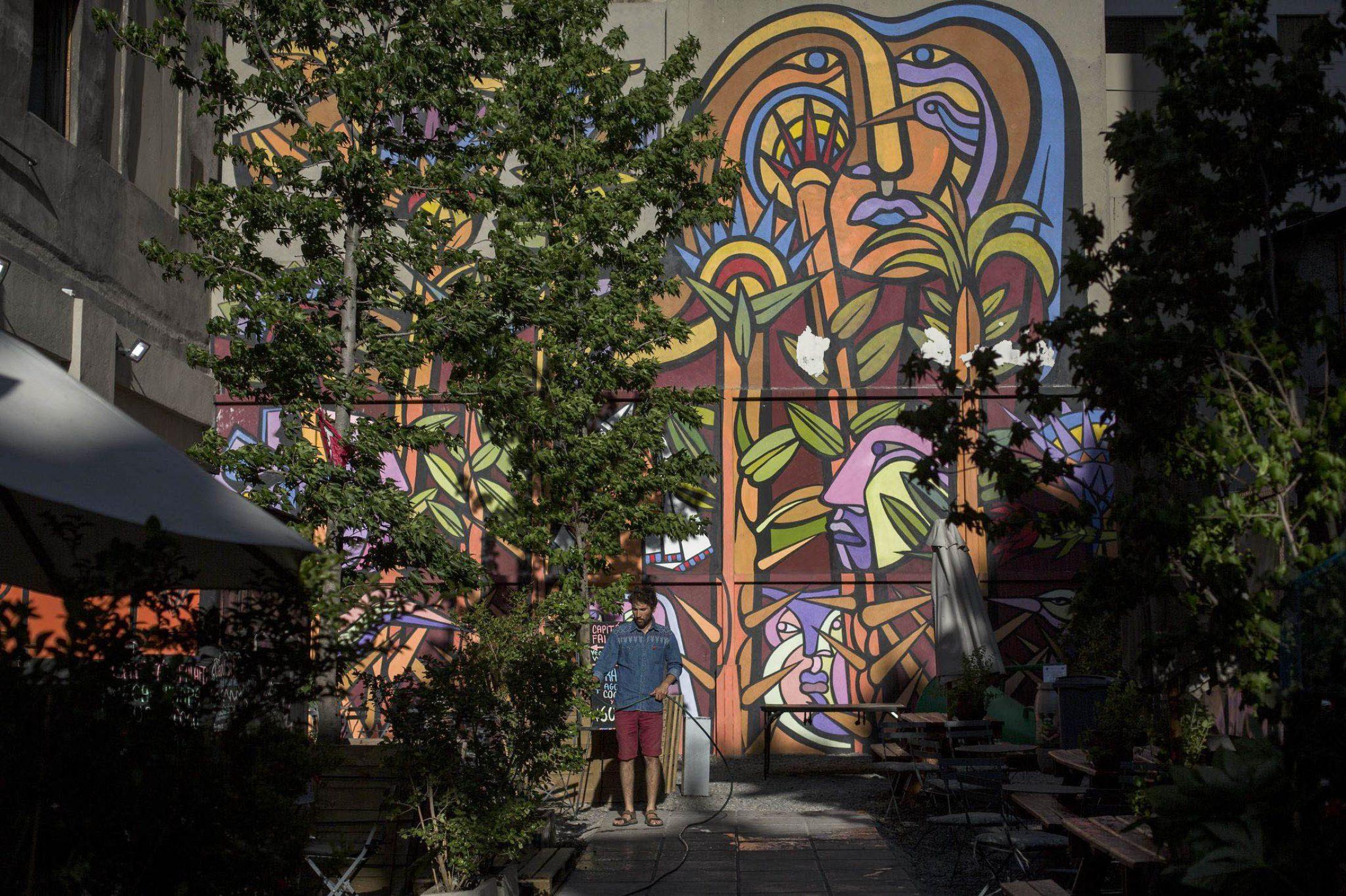 Santiagos Wandbilder bringen die Ziele für nachhaltige Entwicklung auf den Boden
