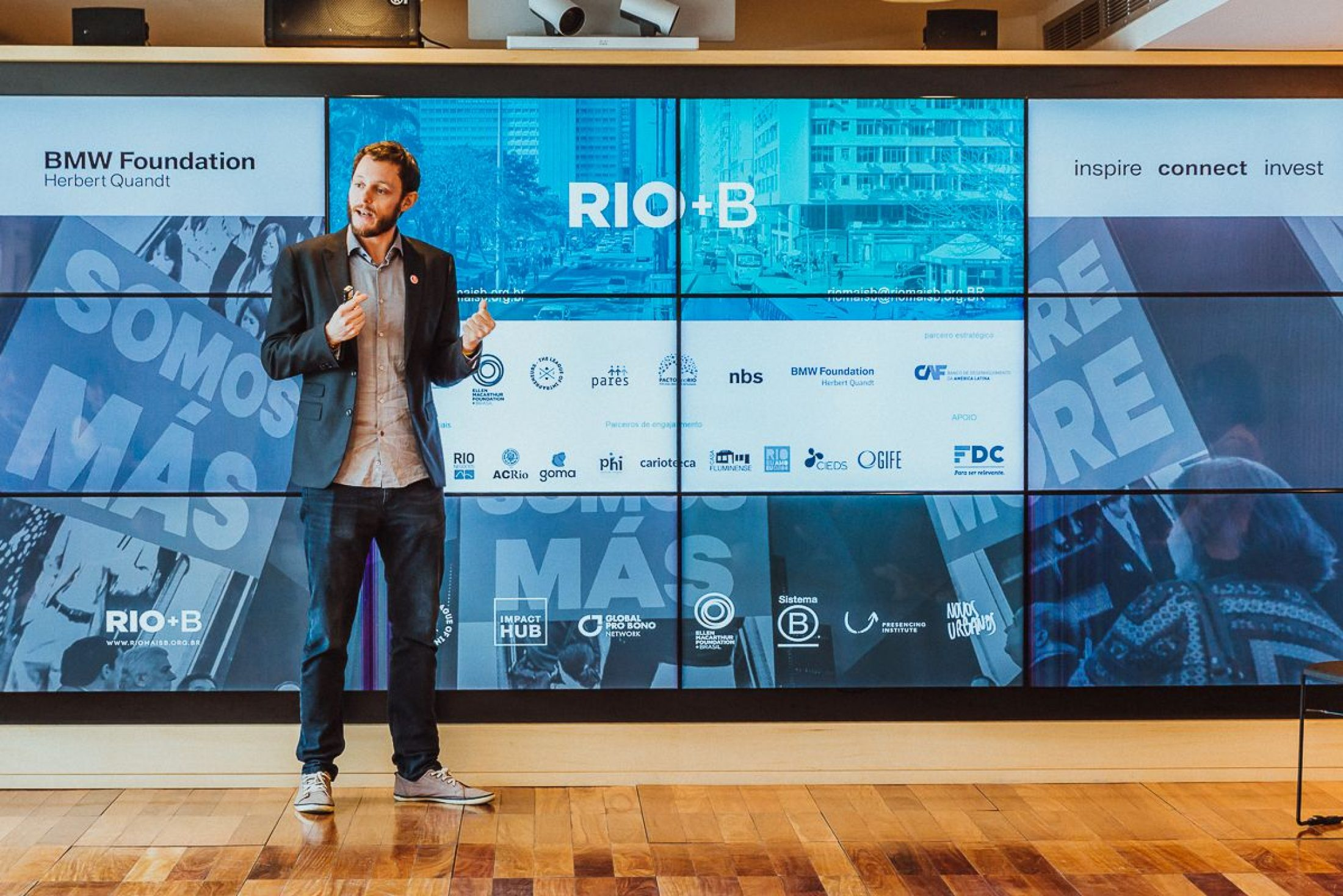 Tomas de Lara spricht auf einem Forum des Responsible Leaders 'Network