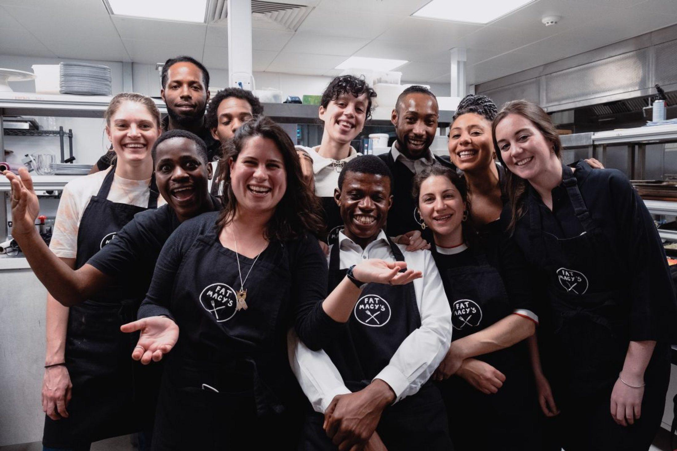 Fat Macy's bildet junge Menschen zu Köchen aus und unterstützt sie bei der Suche nach einer sicheren Unterkunft