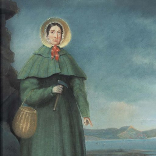A statue of fossil hunter Mary Anning is to be erected in UK
